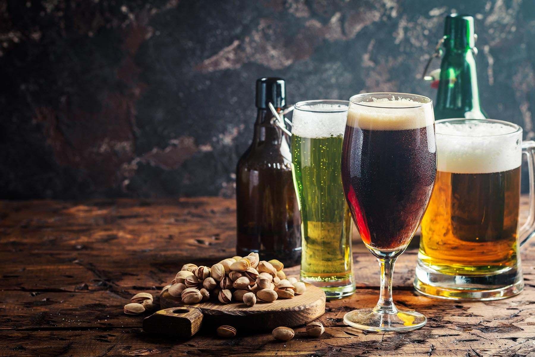 Verschiedene Biere auf einem Tisch