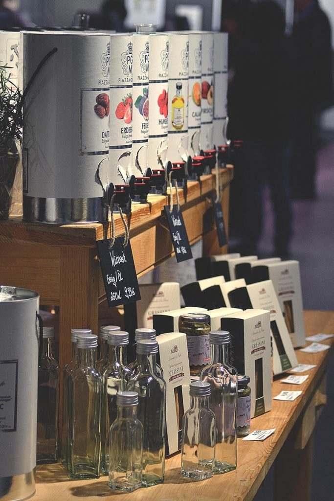 Wein und Esslig Bar bei HACO