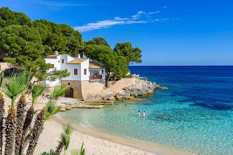 Spanien meer, Haus in den Felsen