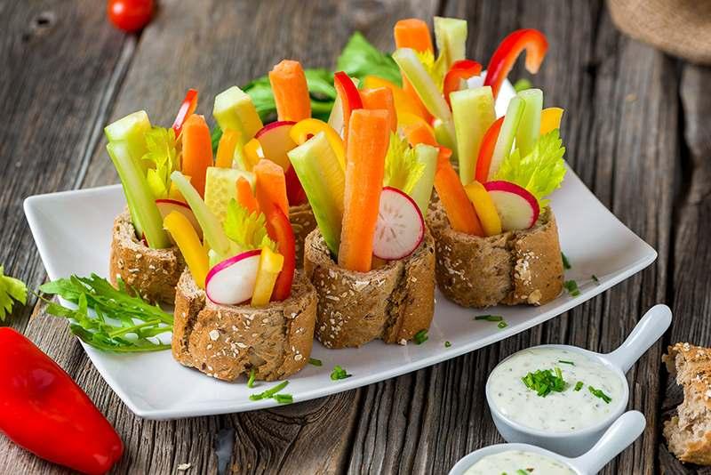 Brotschalen mit Gemüsesticks