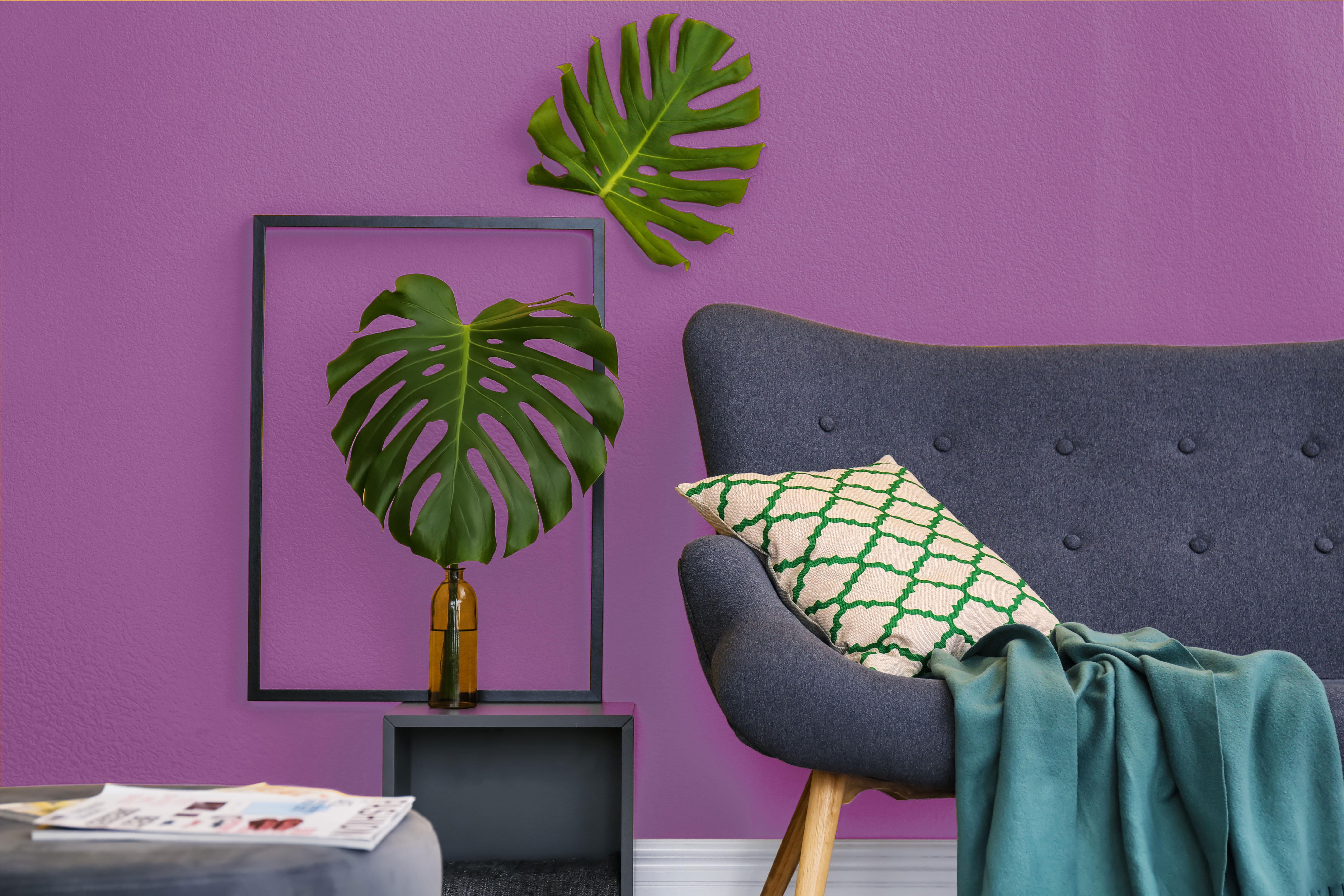 Wohnzimmer Wandfarbe violett