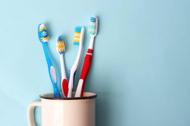 Bakterien in Zahnbürsten